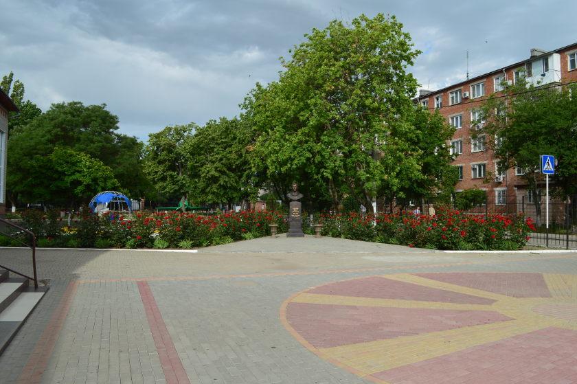 Двор  гимназии