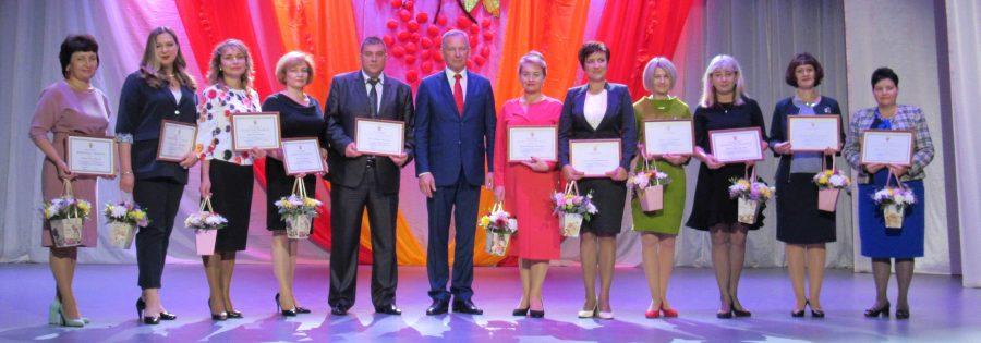 Лучшие педагоги гимназии награждены ведомственными наградами